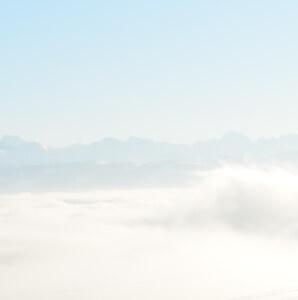 Auffahrt: Jesus Christus wurde auf einer Wolke emporgehoben.